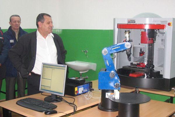 slika-5-tehnicar-za-robotiku-cetvorogodisnjiDE7B5F29-50E5-F80B-3303-2B28EE1707C5.jpg